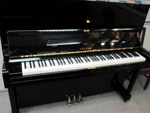 Đàn piano Victor V52
