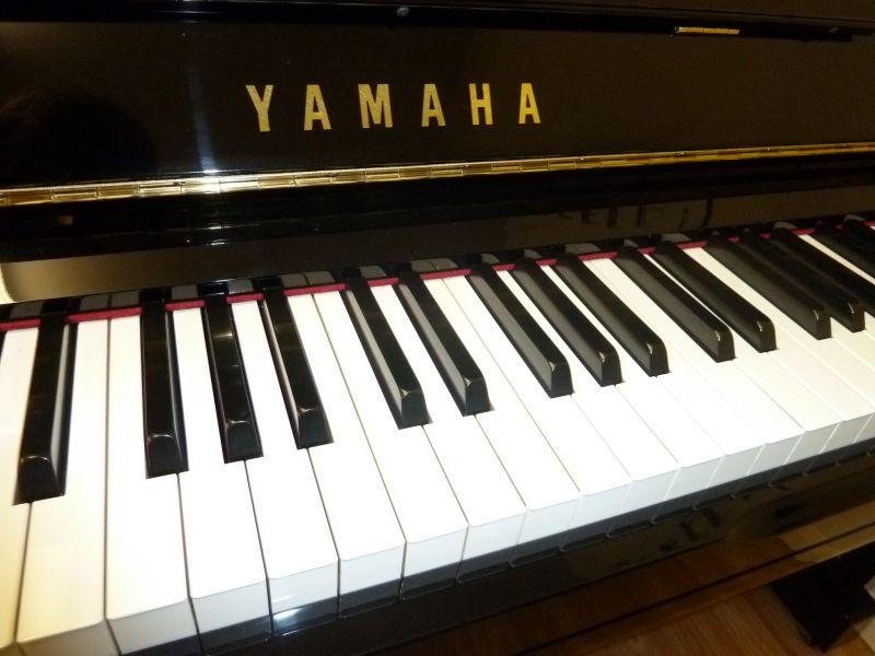Đàn piano Yamaha YU3